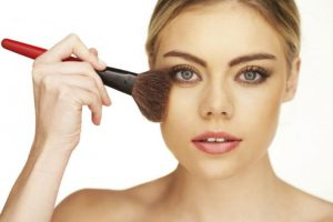 Cómo aplicar rubor según la forma del rostro
