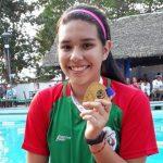 """Leslie Marian Rey Kaneki: """"Lo que comenzó como un tratamiento, se convirtió en una pasión por la natación"""""""